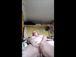 horny housewife cums again