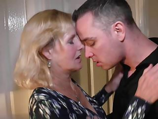 Mother Molly gets vaginal and oral sex close to son