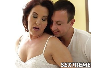 Curvy redhead granny takes throbbing young cock stuff and nonsense deep