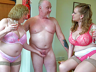 Experienced British threeway sex