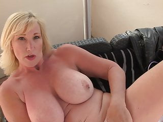 Mature sex bomb with stunning body