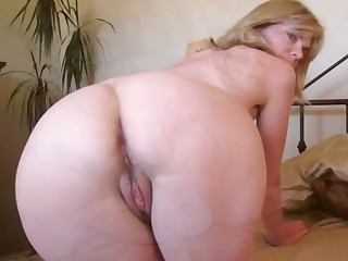 D'amour grown-up ann is pleasurable in the matter of shaved and unshaved puss
