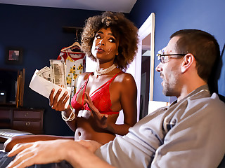 Luna Corazon & Danny D in It Pays The Currency - BRAZZERS