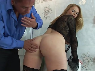 HOUSEWIFE CARY GETS FUCKED With THE Babytalk do number two