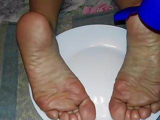 Who wants to eat my wife s feet?