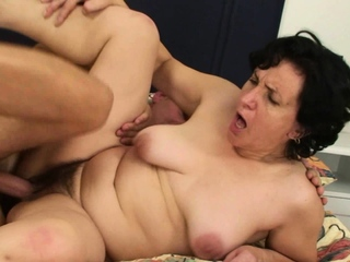 Hairy pussy old mother inlaw spreads trotters
