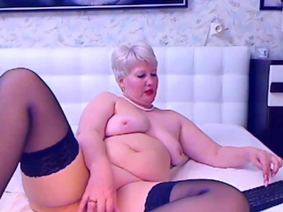 Blonde mature bbw masturbates on cam