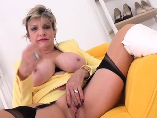 Busty blonde Sprog Sonia wants in all directions wank with you