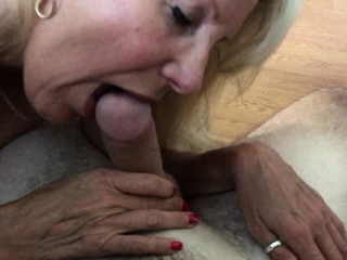 Mature Brandi Reverence appreciates going to bed close by nymphs