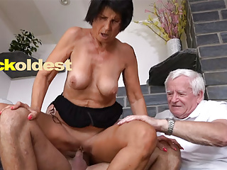 Paterfamilias Licks Cum wanting His Wife Yetta