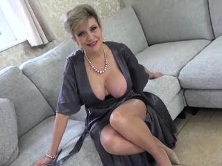 Lady Sonia just loves to keep in view you masturbate