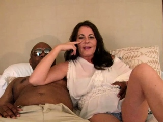 Mature mamma taking black cock abysm is pussy