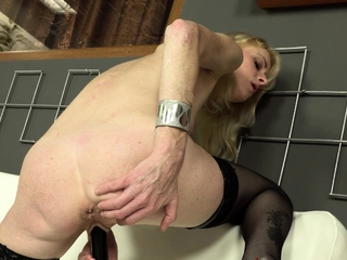 Mature, blonde indulge Petras was feeling especially sexy in