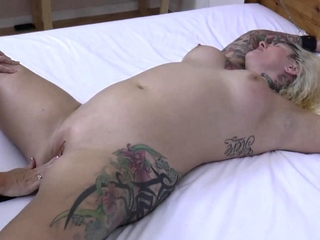 LACEYSTARR - Admission The Bitch